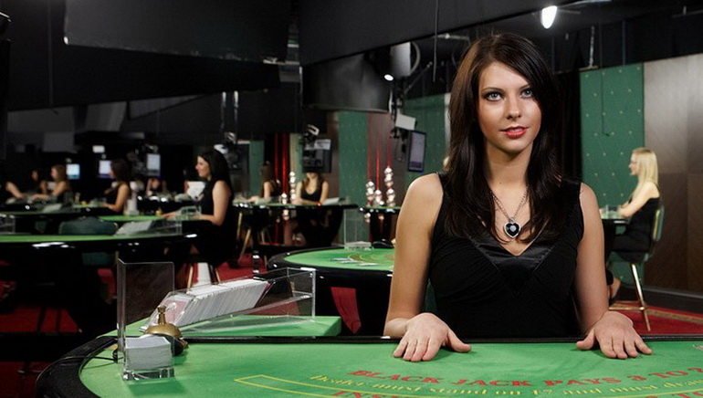 Feel the Thrills of Live Dealer Games at 10Bet Casino