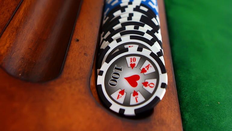 Rack'em, Stack'em and Hold'em: Online Poker